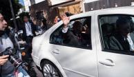 AMLO sale de su casa rumbo al Palacio Legislativo de San Lárazo