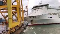 VIDEO: Ferry choca con grúa y causa incendio en puerto de Barcelona