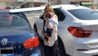 VIDEO: Madre deja a su bebé en coche  para irse a desayunar; la bautizan como #MadreDelAño