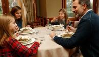 VIDEO: Así es la vida diaria del rey Felipe VI y su familia detrás de cámaras