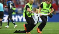 Las Pussy Riot se adjudican irrupción de 4 espontáneos en final de Rusia 2018