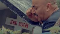 A 5 años de la muerte de Jenni Rivera, Lupillo le canta y llora en su tumba