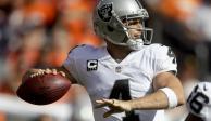 Fractura en la espalda aleja a Carr de juego de los Raiders en México