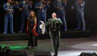 """Pepe Aguilar pone a cantar el """"Cielito lindo"""" al público del Zócalo"""