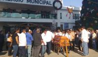 Familiares y habitantes de Petatlán despiden a alcalde asesinado