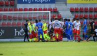 Portero sufre estrepitosa fractura en el cráneo en pleno partido en Bélgica