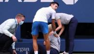 Djokovic golpea terriblemente a jueza del US Open y lo descalifican (VIDEO)
