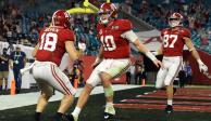 Jugadores de Alabama celebran una anotación ante Ohio en la final de la NCAA