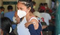 Vacunan a maestros en Campeche