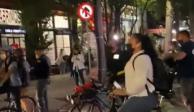 Ciclistas vandalizan auto