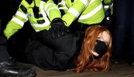 Mujer reprimida por policía de Londres