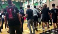 lanzan tortillas a alumnos latinos en juego de básquetbol, en Estados Unidos