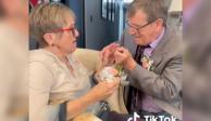 abuelo pide matrimonio a su esposa con alzheimer cada semana