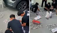 Padre paga un auto con monedas y empleados tienen que contarlas