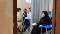 Medios internacionales difundieron fotografías que muestran la división entre hombres y mujeres en una universidad privada de Afganistán.