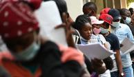 Haitianos llegan a oficinas de Comar para buscar asilo en México