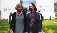 La jefa de Gobierno y la secretaria de Educación de la CDMX, ayer después de la inauguración del centro.