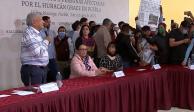 Manifestantes irrumpen evento de AMLO en Puebla