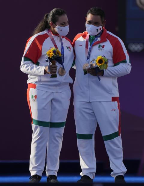 Juegos Olímpicos 2021: ¿Quiénes son Luis Álvarez y Alejandra Valencia, los ganadores del bronce en tiro con arco?