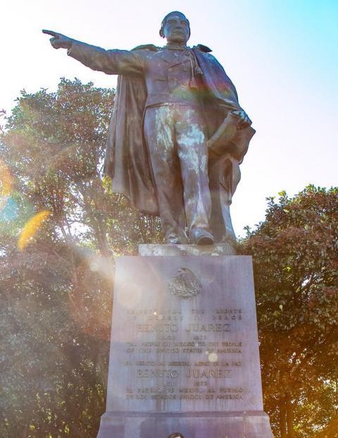 Esta es la estatua de Benito Juárez que AMLO visitará en Washington