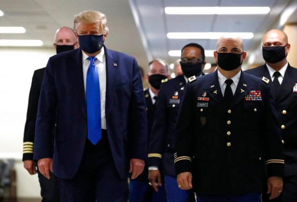 Trump cubrebocas