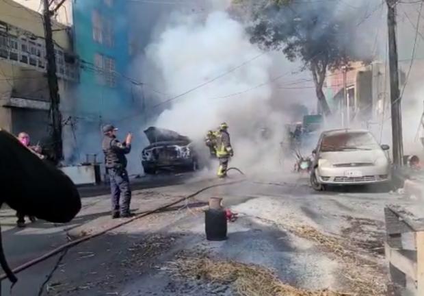 Explosión de pipa de gas, cerca del Mercado de Jamaica, afecta inmuebles y vehículos