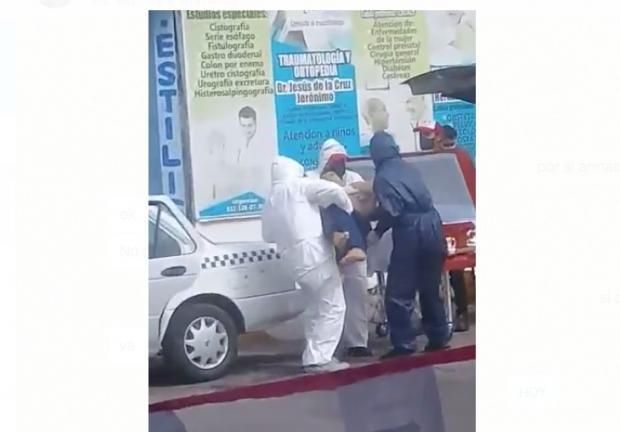 En Tabasco transportan en un taxi de un muerto por Covid-19