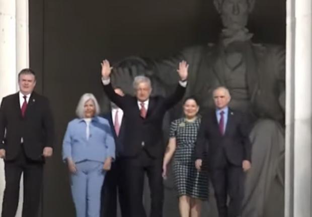 Ofrenda en el Monumento a Abraham Lincoln, desde Washington, EE. UU.