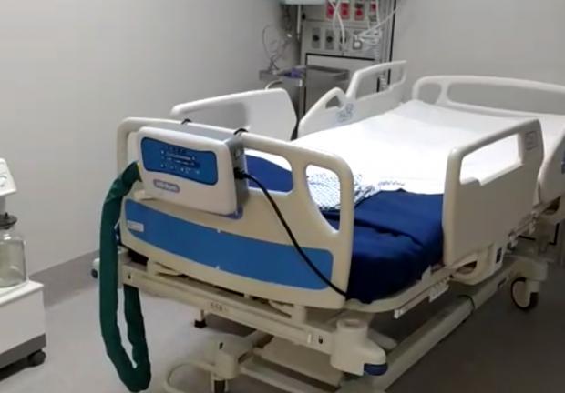Módulos equipados con ventiladores, monitores y en un área de aislamiento uno del otro.