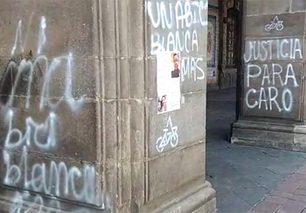 """Los inconformes colocaron marcas con la leyenda """"Justicia para todos""""-"""