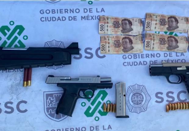Al momento de su detención les fueron aseguradas armas de fuego y dinero en efectivo.