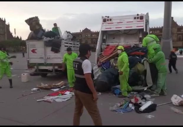 """Retiran al """"Campamento México""""' de la plancha del Zócalo"""