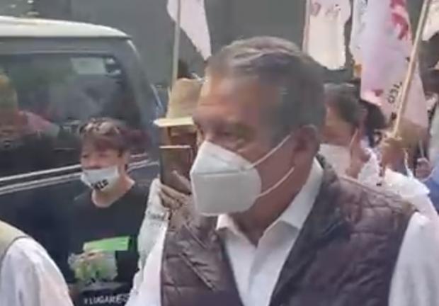 Alrededor de las 18:30 horas arribó a la sede nacional del INE el alcalde con licencia de Morelia, Raúl Morón Orozco.