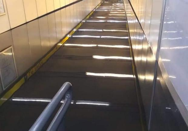 Metro La Raza