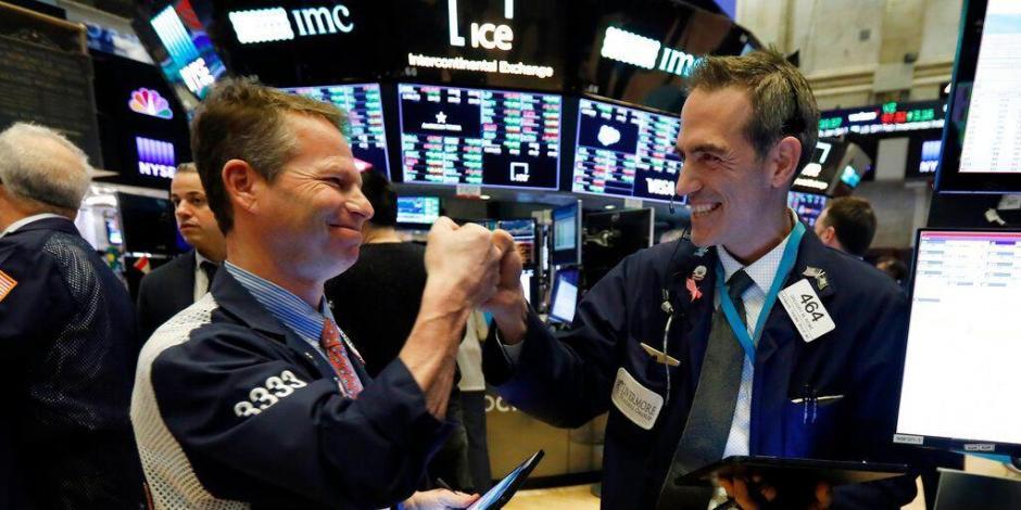 Wall Street opera con optimismo moderado tras peor declive desde 1987