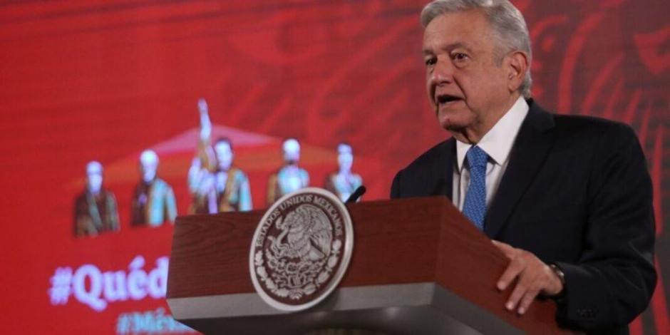 López Obrador felicita a maestros en su día, asegura que