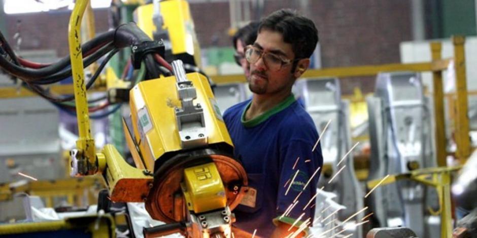 Empleo manufacturero crece 2.5%