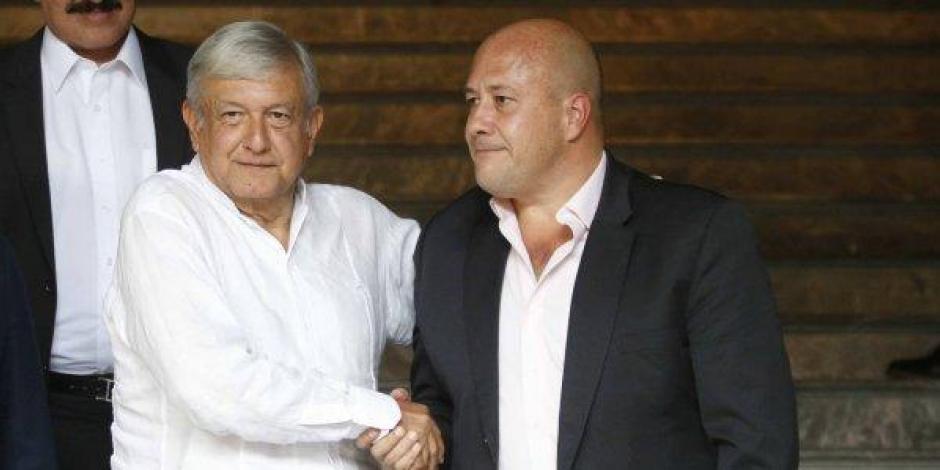 AMLO sale a la defensa de Enrique Alfaro y desestima video de criminales