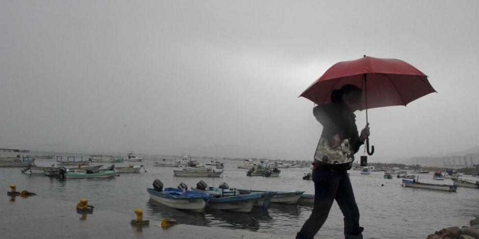 Bud se intensifica a huracán frente a costas de Colima