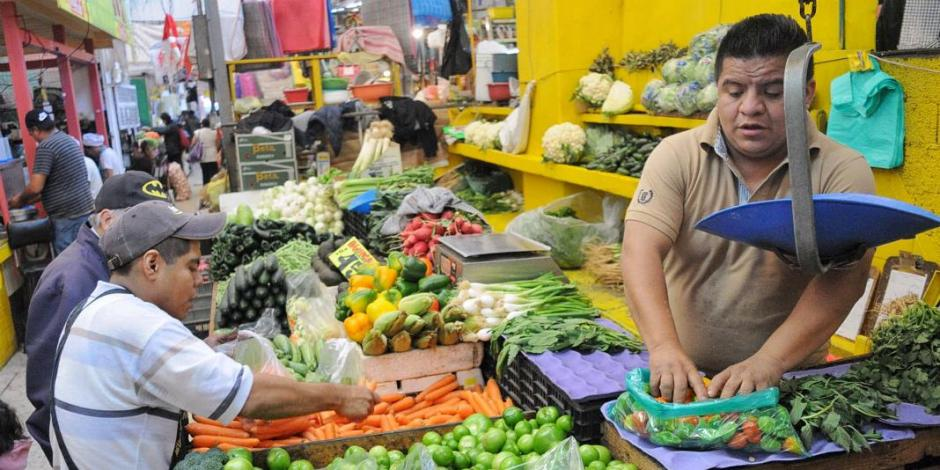 Baja inflación anual a 5.55% en enero, reporta INEGI