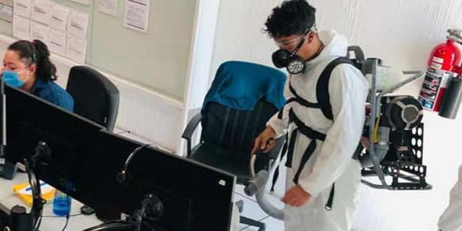 Sanitizan oficinas León