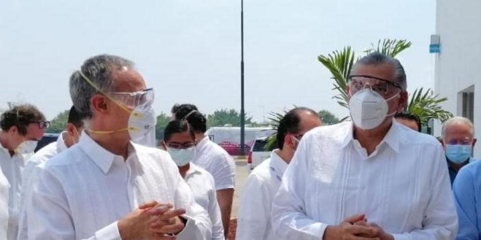 A la izquierda, subsecretario Hugo López-Gatell; a la derecha, gobernador Adán Augusto López Hernández
