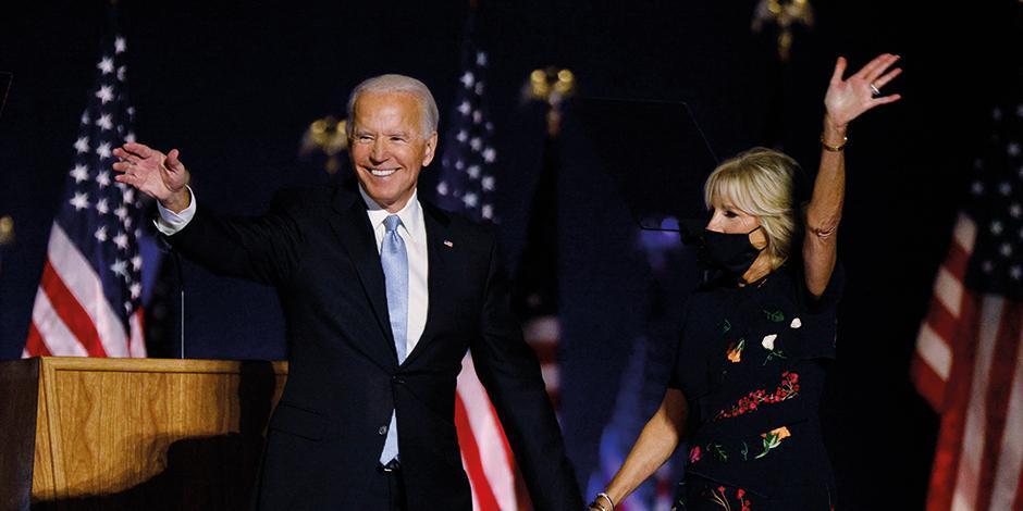 Joe Biden y su esposa Jill, anoche, en su primer evento como presidente electo  de EU, en Delaware.