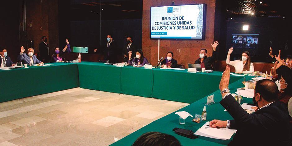 Votación en comisiones unidas de San Lázaro, ayer.