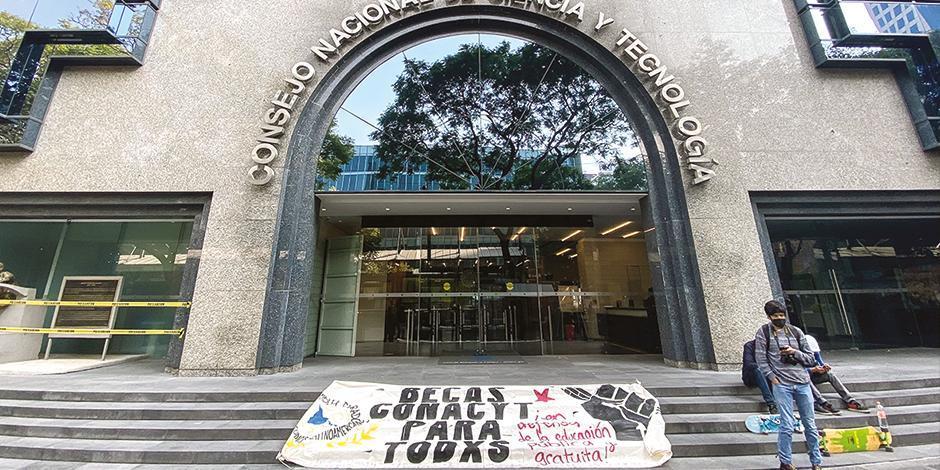 Protesta en sede del Conacyt, en foto de noviembre de 2020.