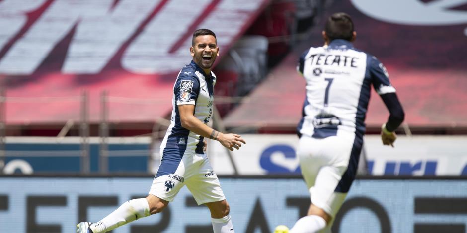Vegas y Funes Mori celebran el primer gol de ayer en la Bombonera.