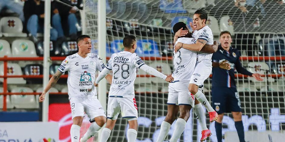 Jugadores del Pachuca celebran uno de los goles de ayer.