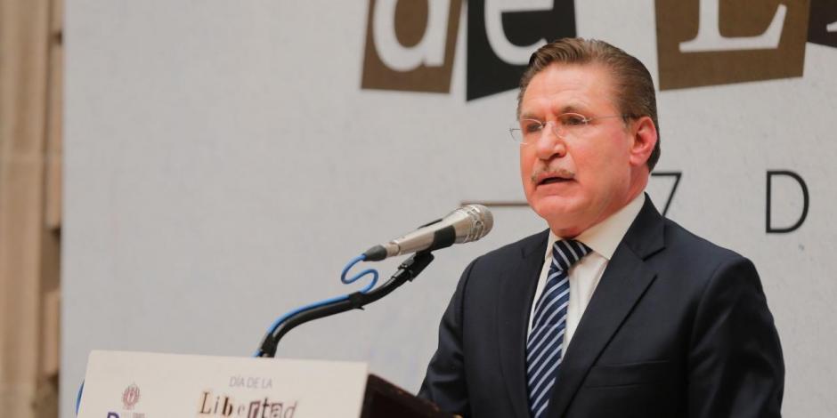 José Rosas Aispuro, gobernador de Durango, en conferencia, este lunes.