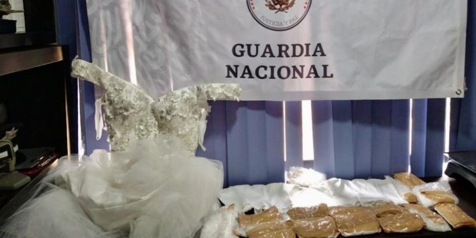 Guardia Nacional muestra el aseguramiento de las sustancias ilegales.