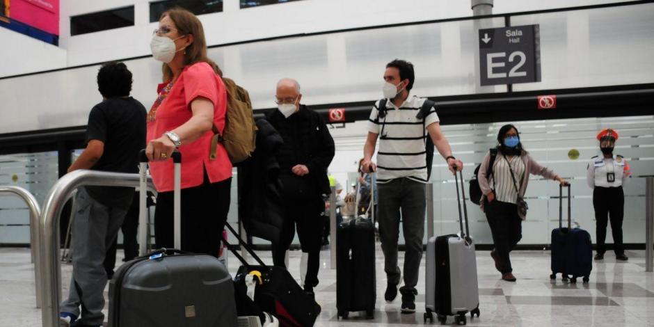 Turistas-viajeros-AICM